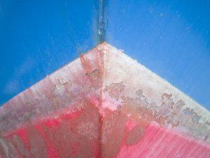 Afrensning af bundmaling på glasfiberbåd